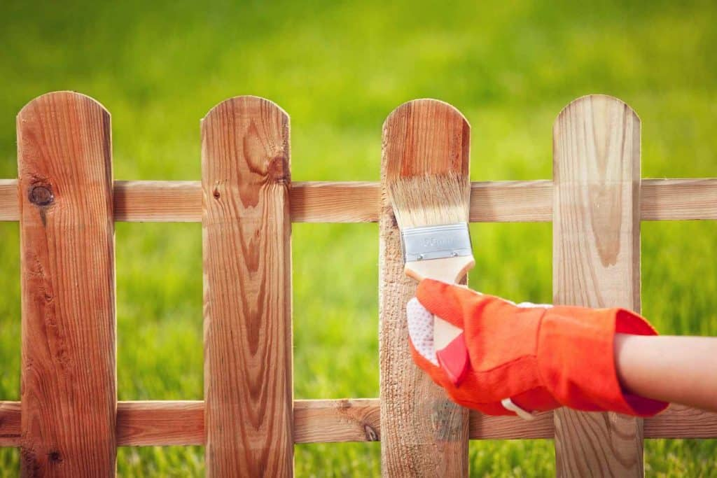 Can You Use Engine Oil On Fences